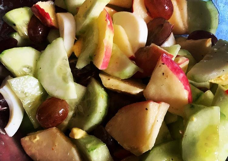 Mixed fruits salad garden fresh vinaigrette w/avocado oil