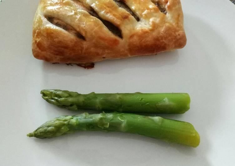 Salmon fillet and portobello pie