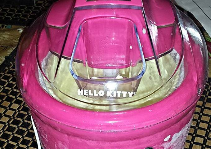 Homemade Ice Cream with Hello Kitty ;) Ice Cream Maker