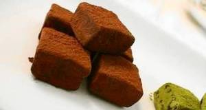 Simple Not-Too-Sweet Chocolate Truffles