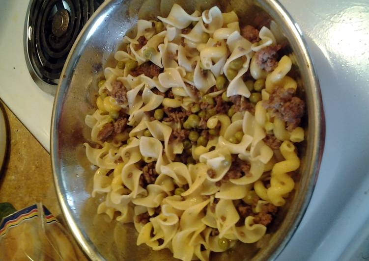 Ground Beef w/ egg noodles an sweetpeas