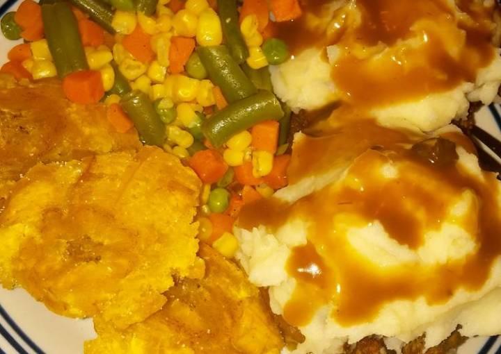 Cupcake meatloaf, veggies n fried plantains