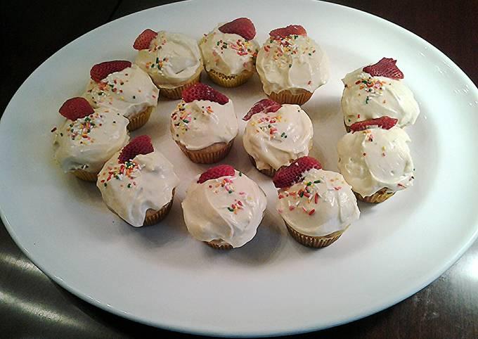 Honey/Lemon/Ricotta Cupcakes with Lemon Cream Cheese Frosting