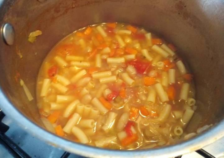 Pasta e fagioli (pasta and bean soup)