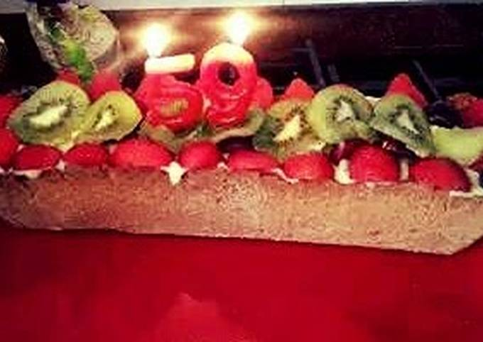 Creme brulee pie with fresh fruit.