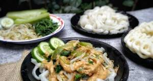 Kwetiau Homemade Siram Pecel Sayuran