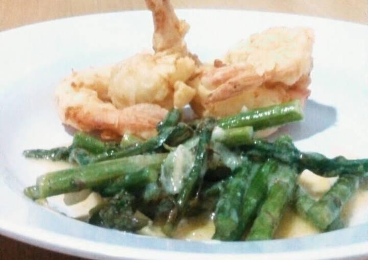 Crispy Prawn with Lemon and Asparagus Sauce