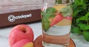 Infused Water : Daun Mint, Apel Fuji