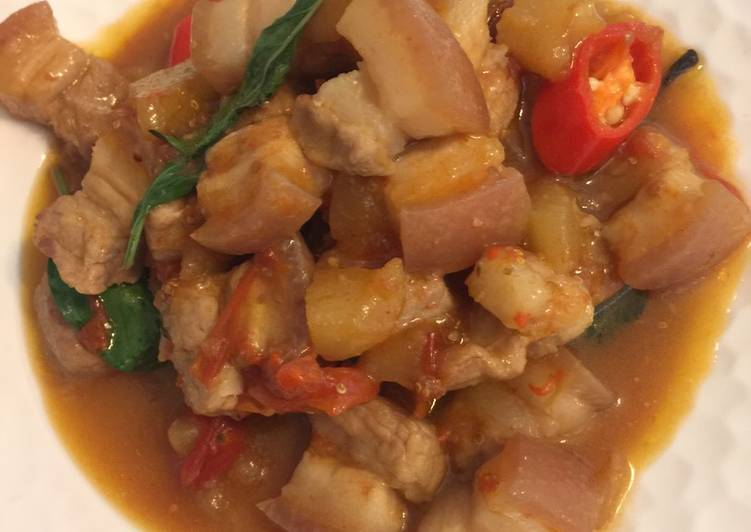 Pear stew pork belly