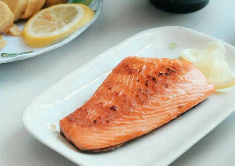 Salt-Grilled Salmon (Salmon Shiozake)