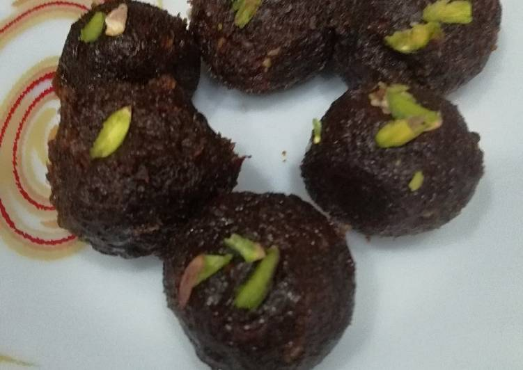 Almonds and dates ladoo