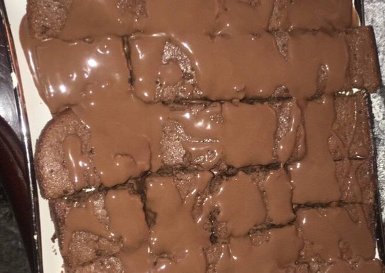 Fudgy brownies with melted chocolate