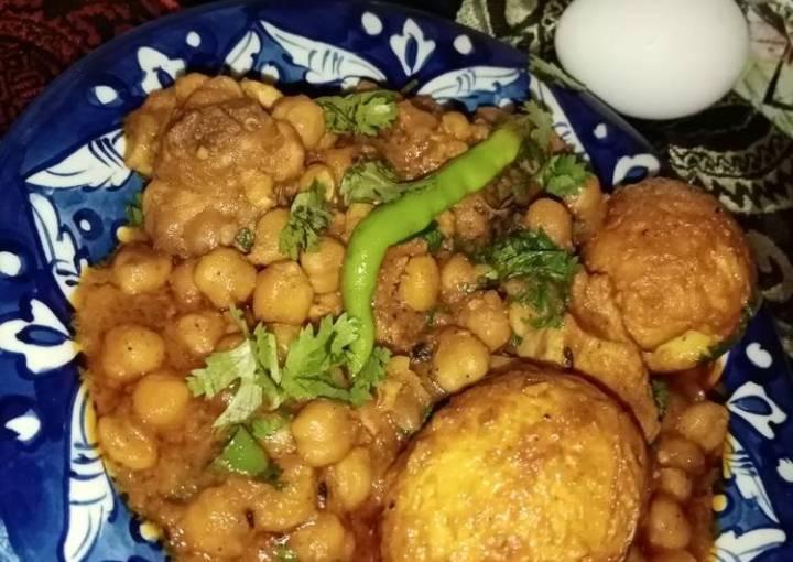 Egg chicken chickpeas curry