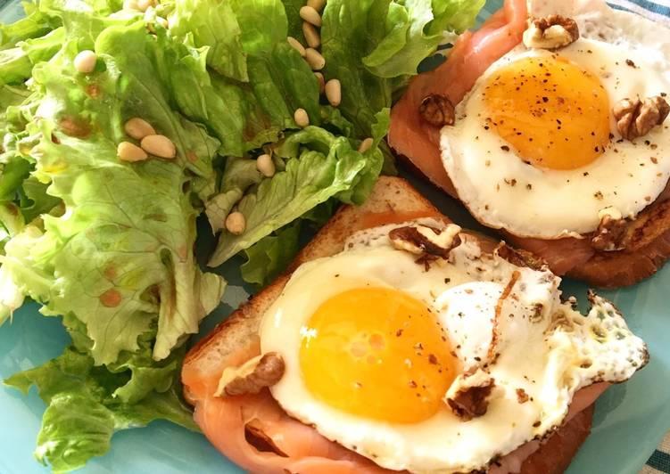 Toasts saumon œufs au plat