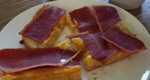 My Breakfast Today 😋 🍞🧀🥓