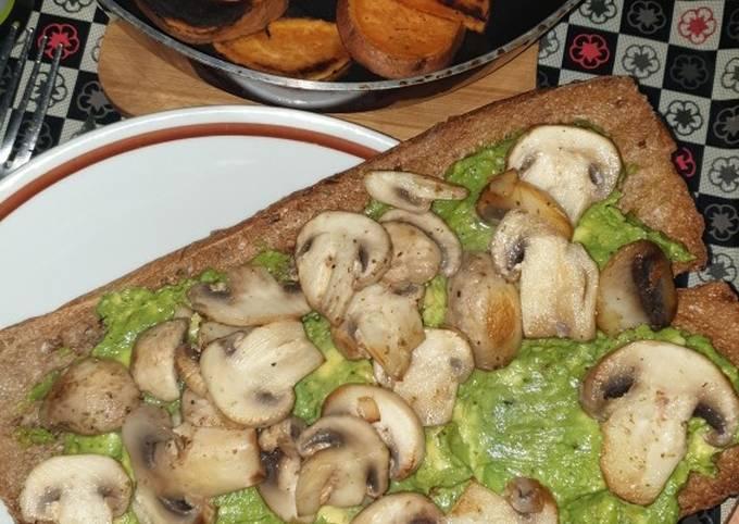 Mushroom avocado toast (vegan)