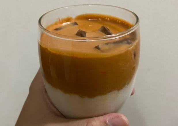 Dalgona thai tea