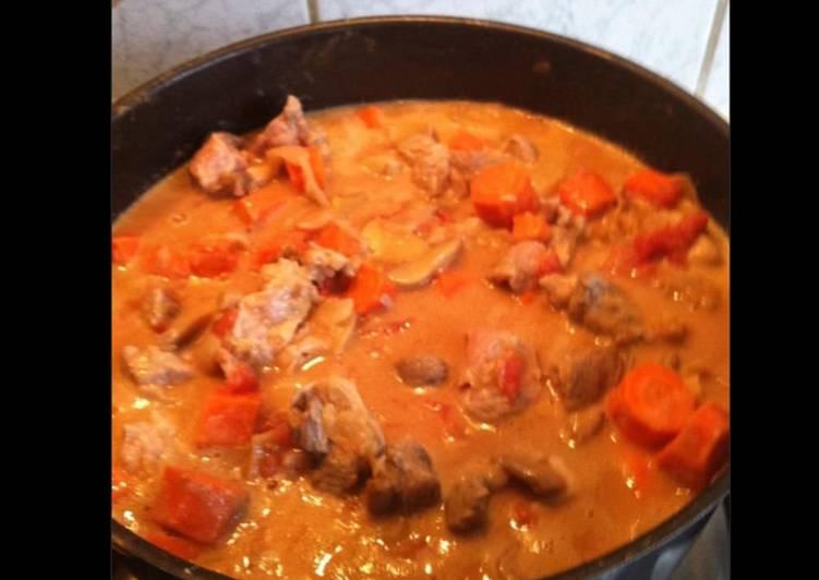 Sauté de porc aux carottes tomates et champignons