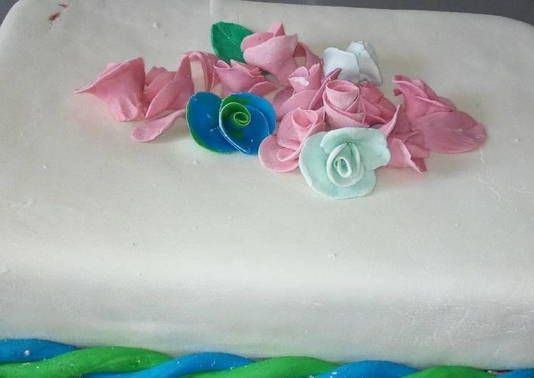 Fruit cake with fondant icing