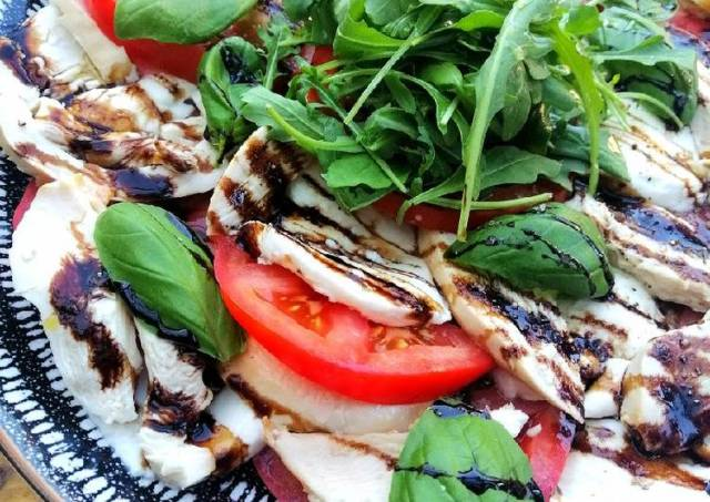 Smoked chicken caprese salad
