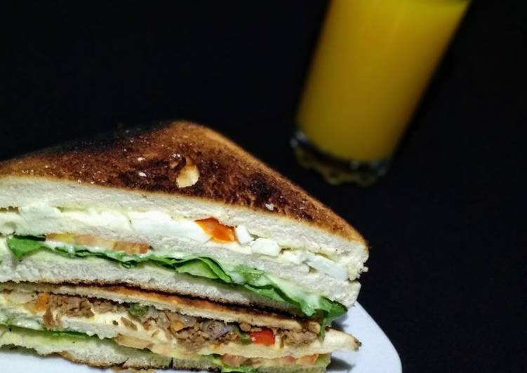 Egg and beef sandwich