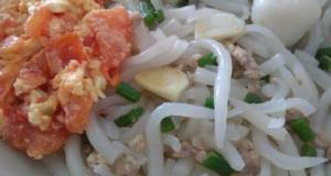 番茄蛋米苔目 Short Rice Noodles (Bee Tai Bak) W Tomato Scrambled Egg)