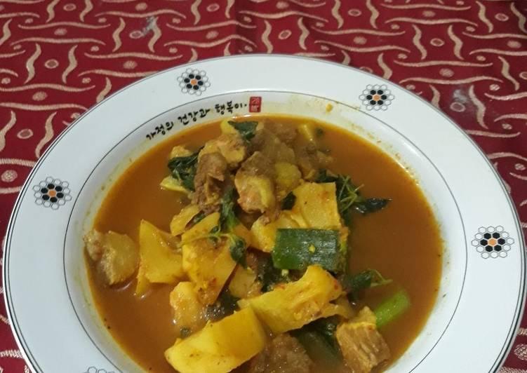 Pindang daging Palembang campur nanas