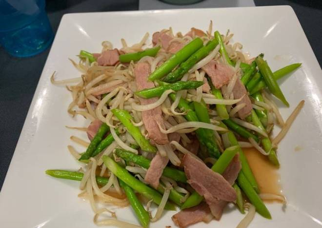 Stir-Fry Asparagus & Bean Sprouts & Bacon
