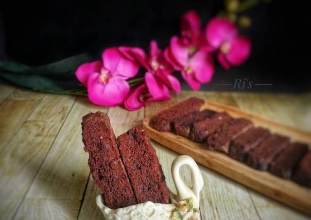 Ragi Chocolate Cranberry Biscotti