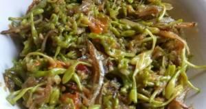 Tumis pedas bunga pepaya + ikan teri