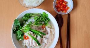 PHỞ GÀ (VIETNAMESE CHICKEN RICE NOODLE SOUP)