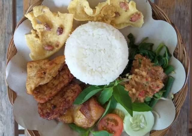 Nasi Pecel +Tempe tahu bacem + Ayam goreng