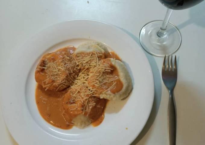 Ham and cheese tortelloni / sorrentinos
