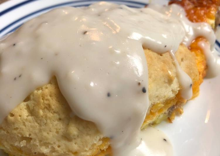 Biscuits and gravy breakfast bake