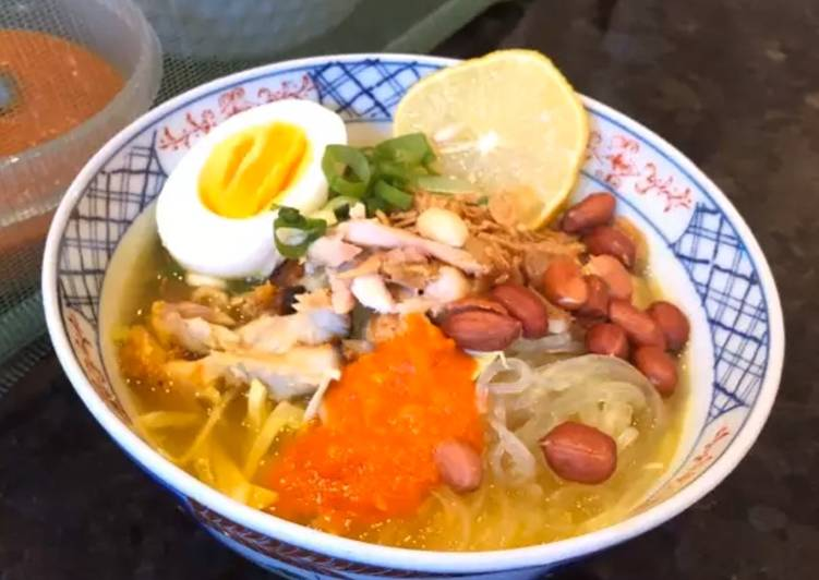 """Instant Indonesian """"Soto Ayam"""" (Yellow Chicken Soup)"""