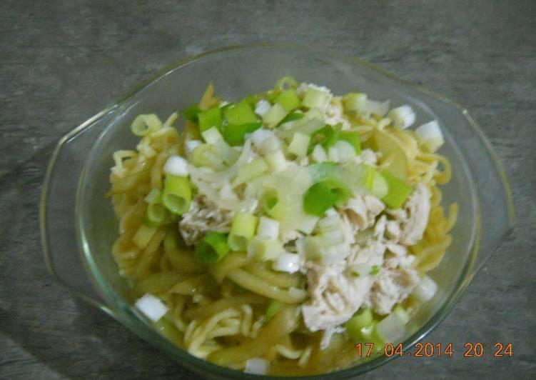 Homestyle chicken noodle soup(dak-kalguksu)