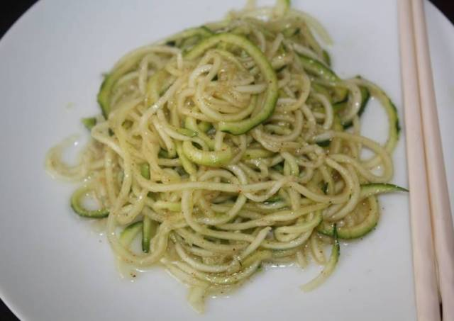 Easy Basic Zucchinni Noodles