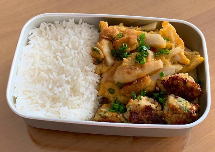 Lunchbox Mealsʕ·͡ᴥ·ʔ: Fishcake omelette with Shrimpballs