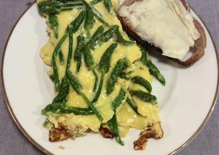 Omelette crémeuse aux asperges sauvages