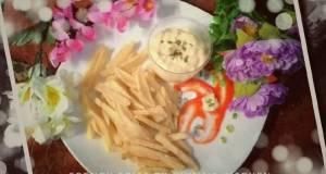 Kentang goreng with saus tartar FRENCH FRIES