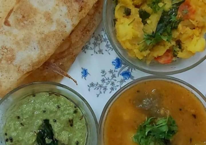 South Indian cuisine platter(dosa,sambar,chutney,potato veggie)