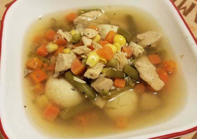 Simple Slow Cooker Chicken and Vegetable Soup