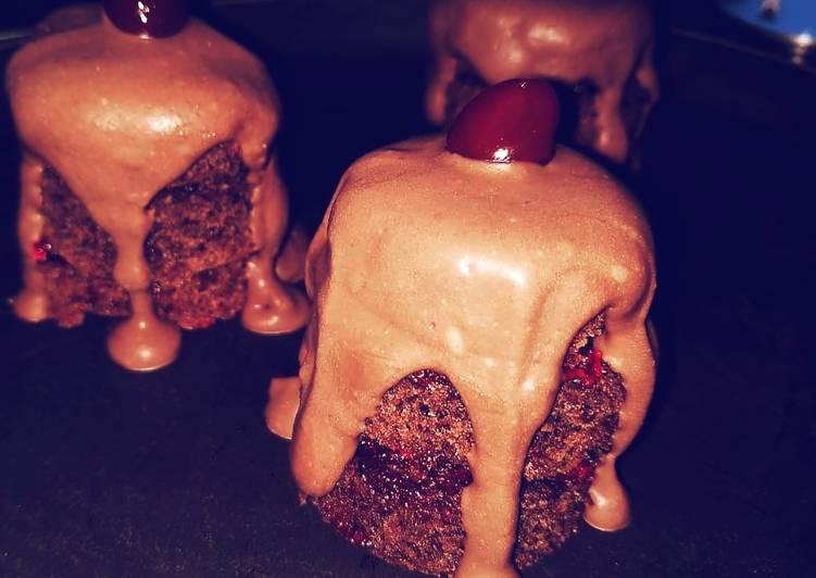 Dutch Mini Cocoa cakes with spicy cherry spread and Ganache
