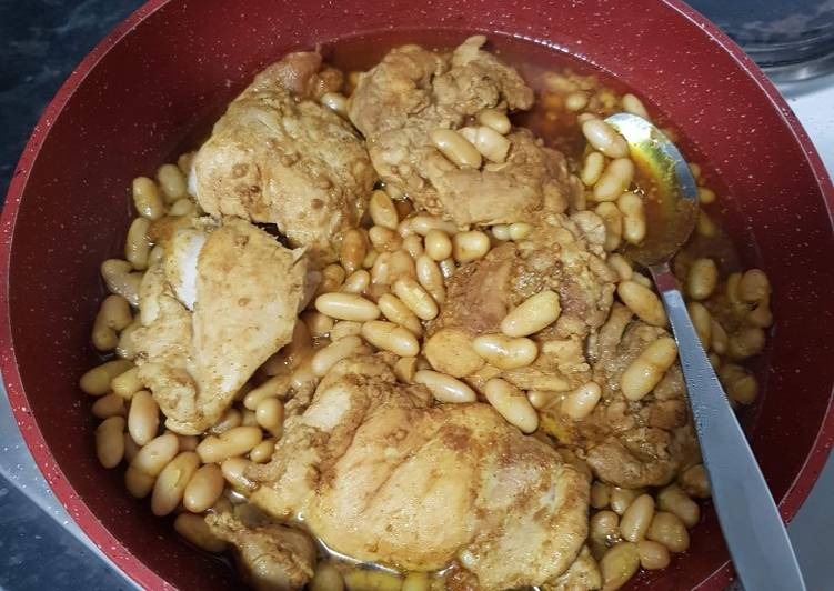 Seasoned chicken and beans