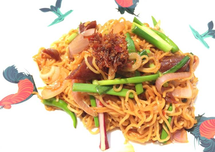 , Recipe: Appetizing Spicy Mee Goreng With Onion And Chinese Sausage