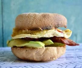 Recipe: Tasty Sriracha Egg Bagels w/ Bacon & Avo