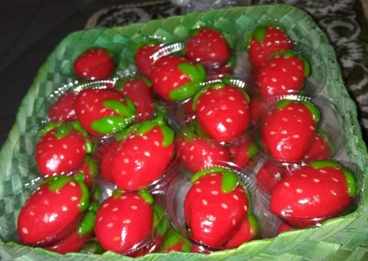 Kue ku strawberry