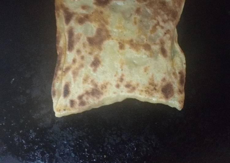 Mahjeb recette Algérienne (msemen avec sauce rouge)