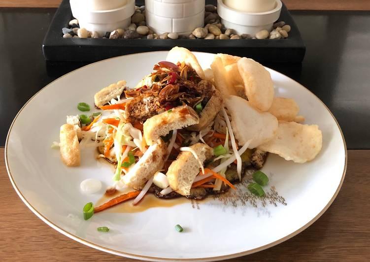Indonesian tofu egg salad with spicy sweet soy dipping sauce (tahu telur sambal kecap)