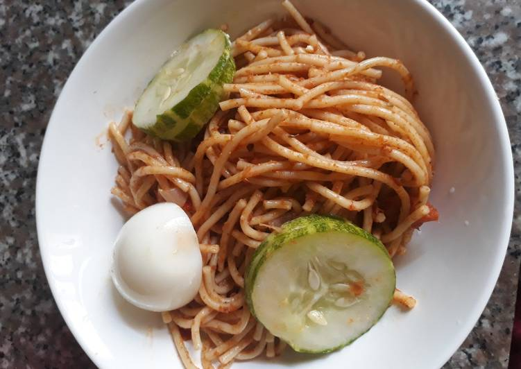 Spagetti with egg and cucumber